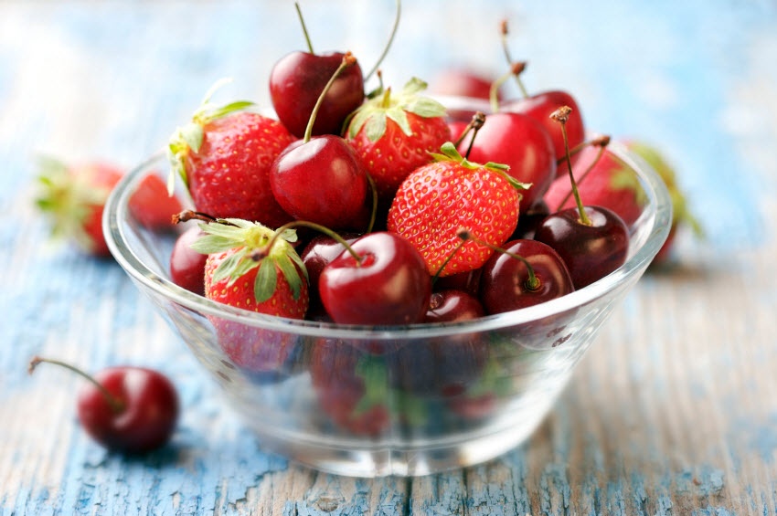 Cherries and Strawberries | The Fruit Company blog | photo: istock