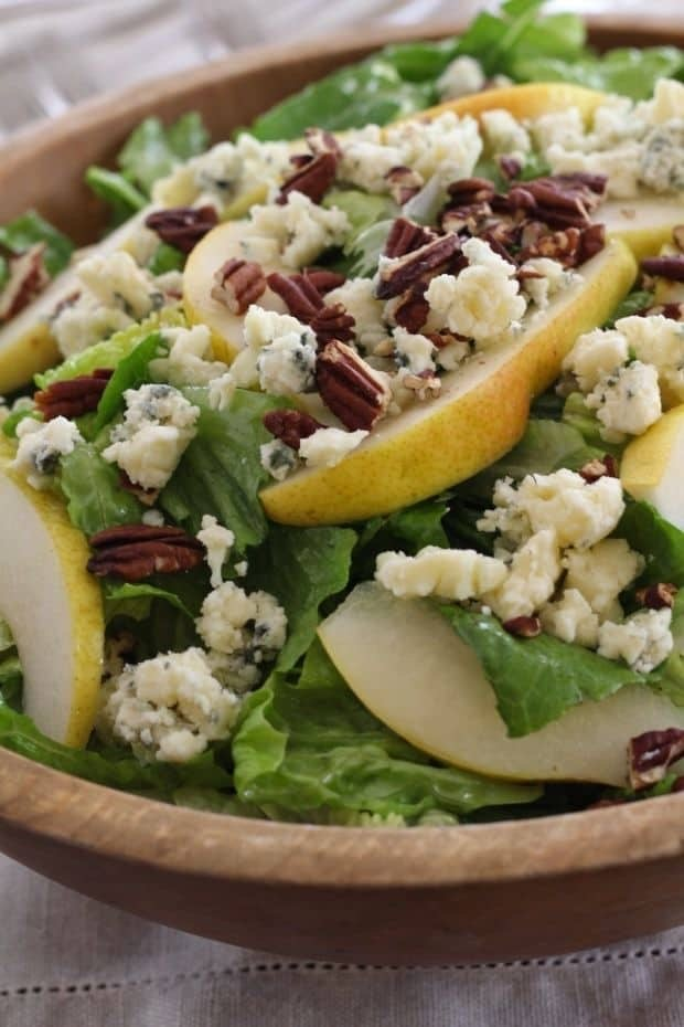 Green Salad with Pears, Pecans, Blue Cheese & Lemon Poppyseed Dressing